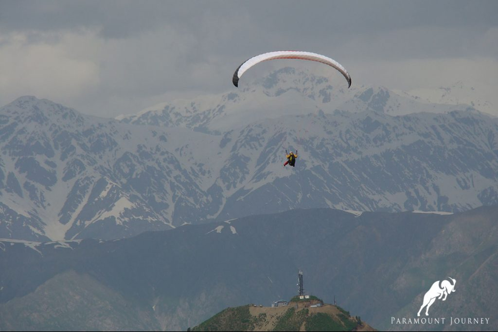 Paragliding in hissor valley